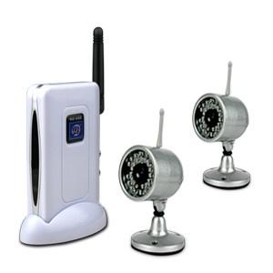Комплект беспроводных камер из двух камер и приемника на фото