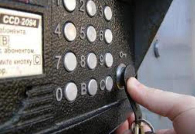 Домофон - надежная защита. Открывается с помощью ключа