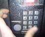 Способ открытия домофона без ключа, не повреждая устройство