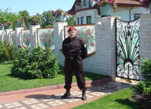 Охрана дома с помощью охранников