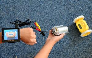 CCTV тестер на руке