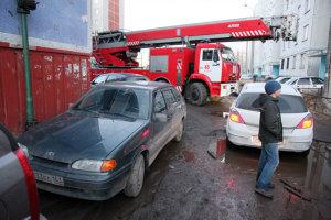 пожарная машина спешит на пожар