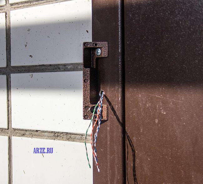 установка вызывной панели с поворотной планкой