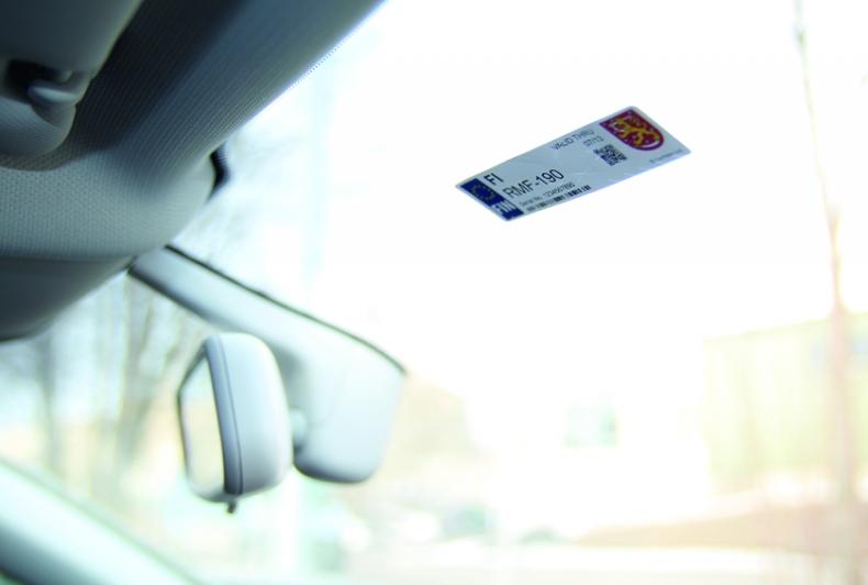 RFID метка прикрепленная на лобовое стекло